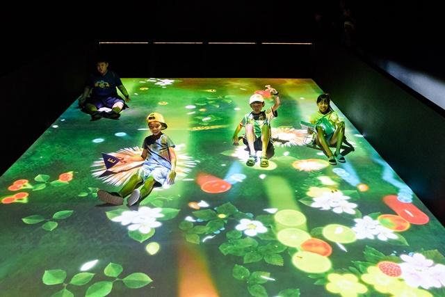 新北市兒童藝術節─小朋友在玩互動式藝術裝置